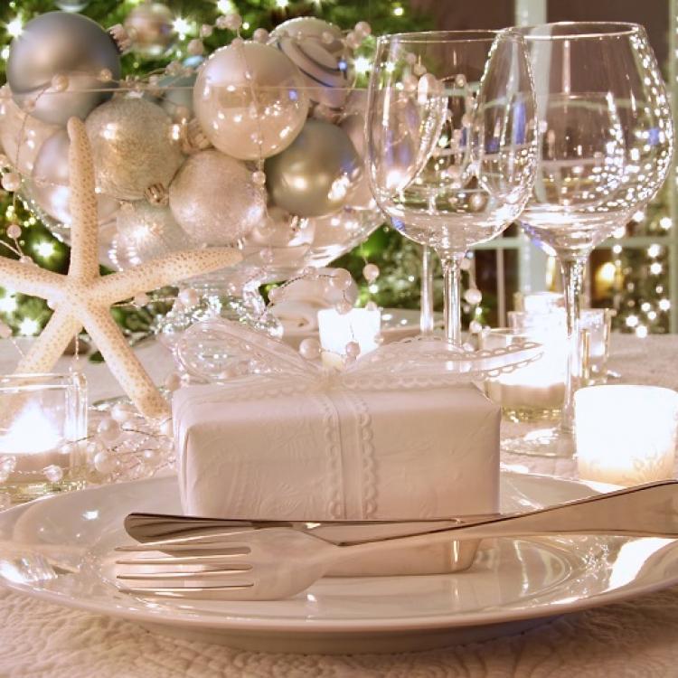Как сделать украшение на новогодний стол своими руками