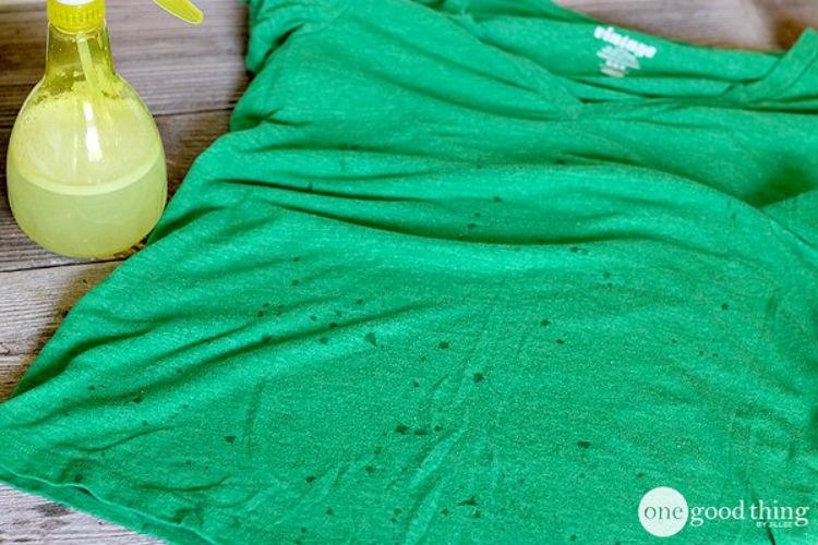 Сделайте самодельное средство для разглаживания одежды из фабричного смягчителя