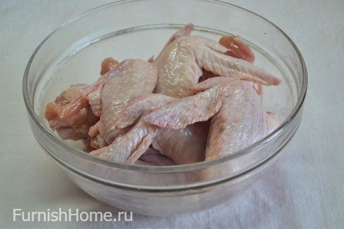 Куриные крылья с вялеными сливами
