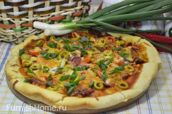 Пицца с кетчупом, базиликом, колбасой и оливками - рецепт пошаговый с фото