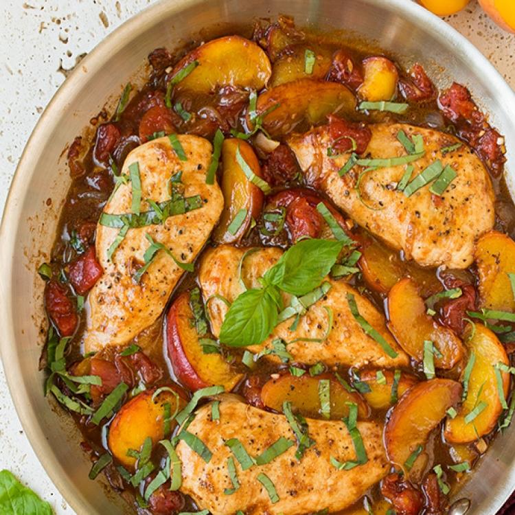 Курица, жаренная с персиками и бальзамическим уксусом