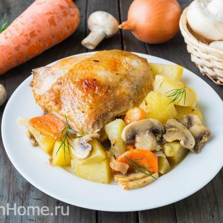 Курица с овощами и грибами в рукаве в духовке