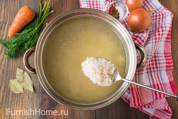 Рассольник с рисом на курином бульоне