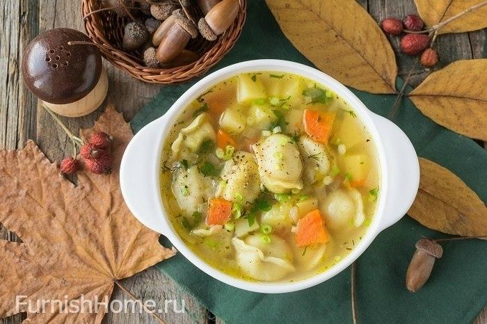 Суп с пельменями, курицей и зеленью - рецепт пошаговый с фото