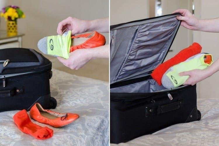 Используйте носки как пакеты для обуви