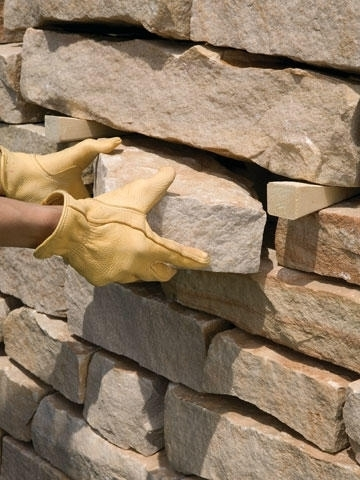 Как заменить выпирающий камень?