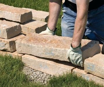 Как восстановить поврежденные стены, которые готовы осыпаться?