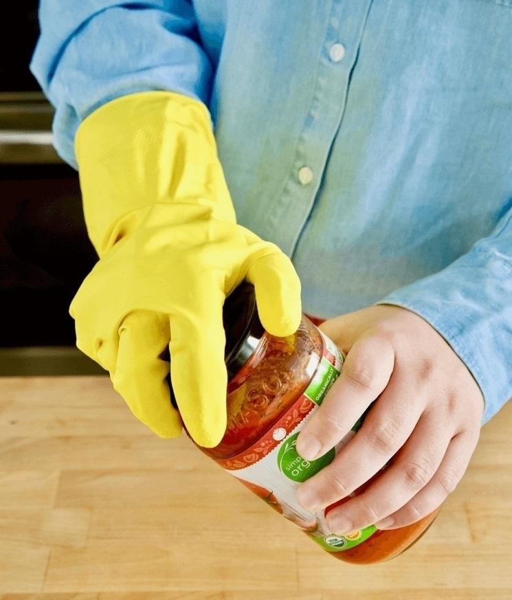 Используйте перчатки, чтобы открыть банку