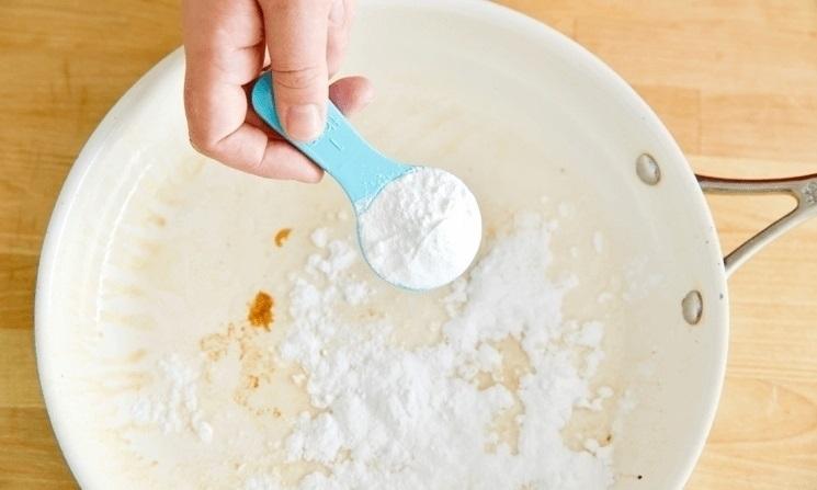 Используйте соду для удаления жира