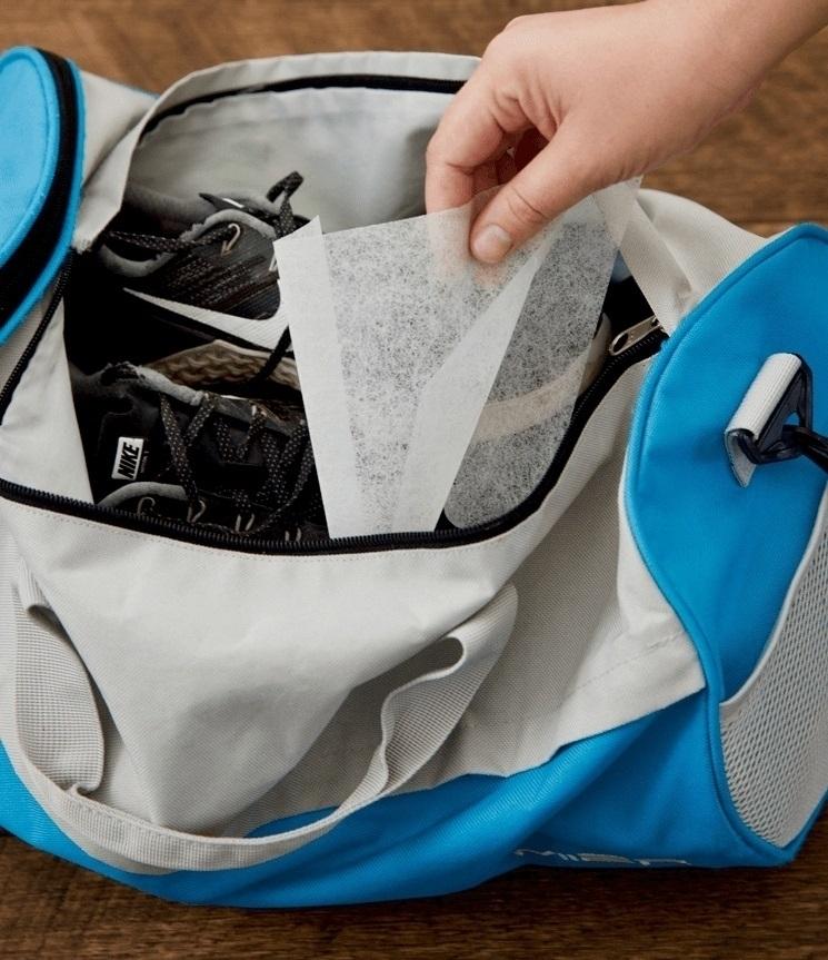 Используйте листы для сушильной машины, чтобы освежить свою сумку