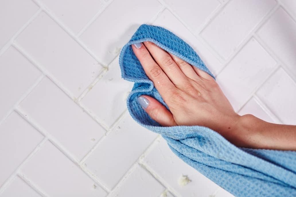 Как почистить грязные плиточные швы