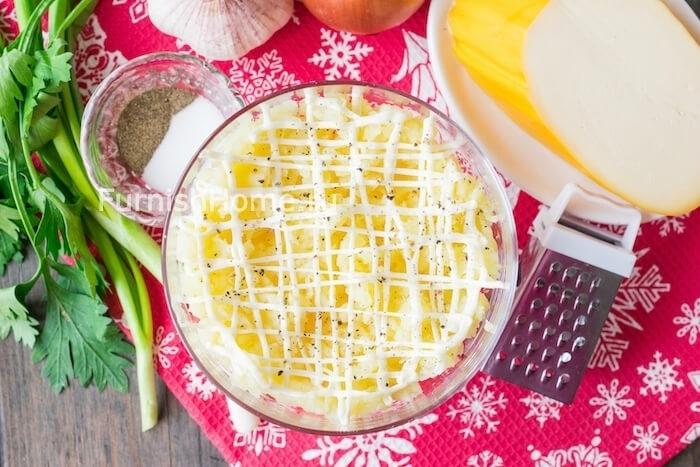Салат «Наваждение» с селедкой и копченым сыром