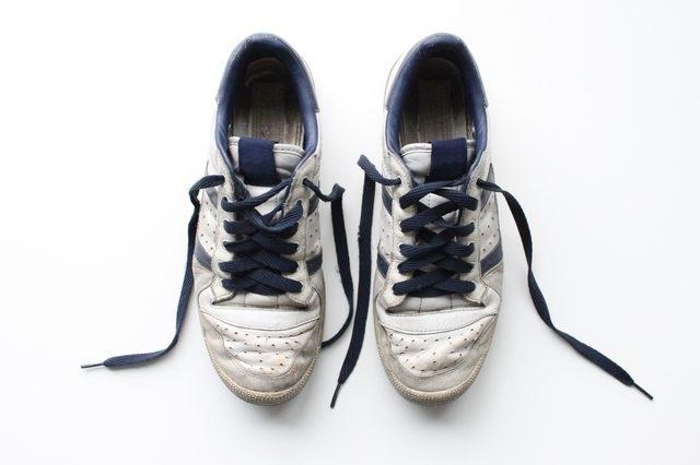 Дезодорировать вонючие кроссовки