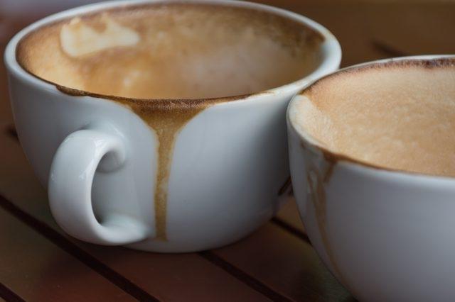 Удалить пятна от чая и кофе