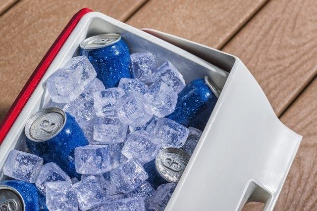 Быстро охлаждайте пиво и газировку