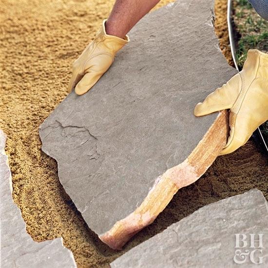 Как сделать дорожку из натурального камня своими руками