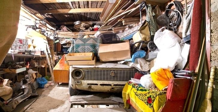 Выбрасывать всё старое в мусорку