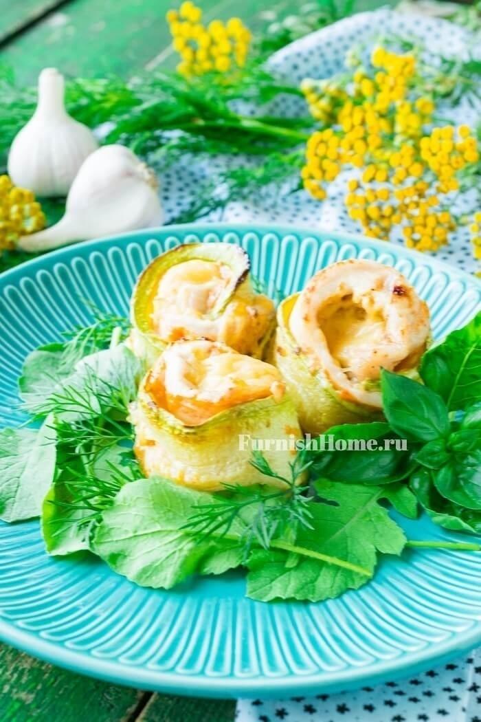 Рулетики из кабачков с курицей и твердым сыром