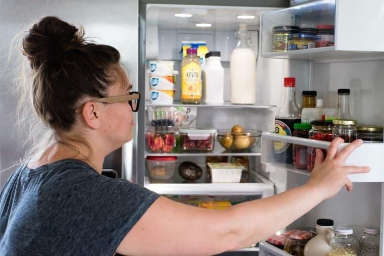 3. Мойте холодильник прямо перед покупками