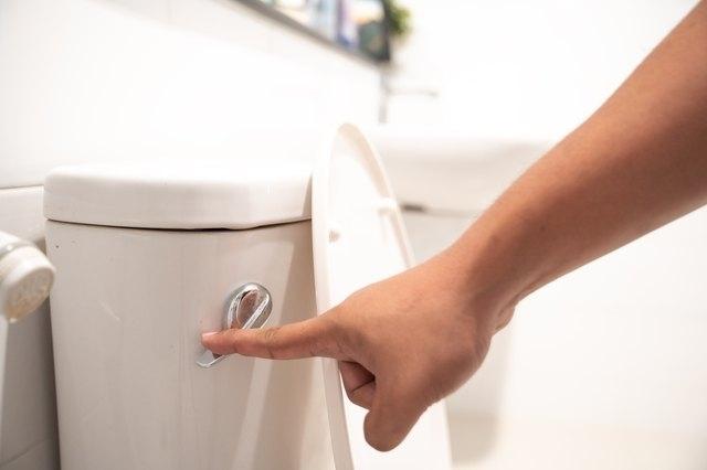10 необычных способов для очистки унитаза