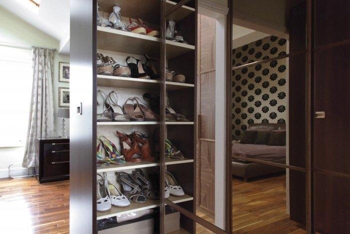 Узкий шкаф для обуви в прихожую.