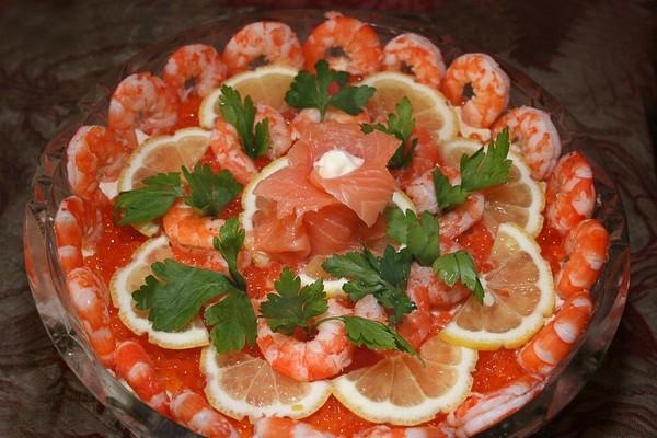 Салат из красной рыбы икры креветок рецепт